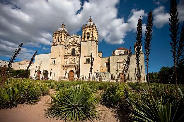 Oaxaca melds its Zapotec and colonial past with its vibrant present-day culture that's known for unique handmade goods. numerous fiestas and delicious food. Photo: Mtb, Ricardo Espinosa
