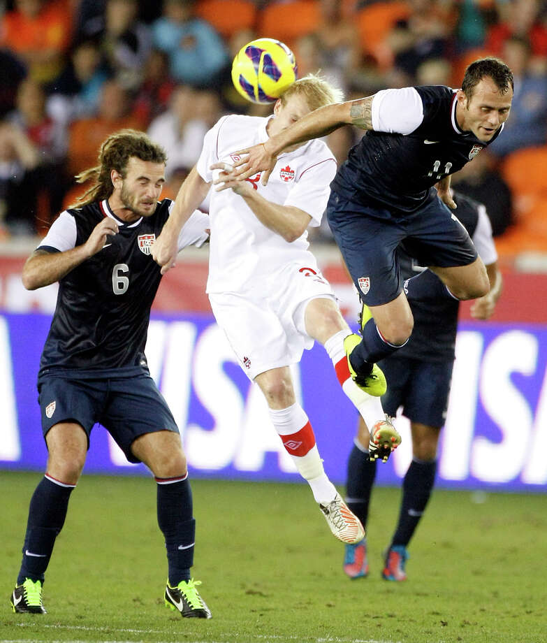 Brad Davis of the Dynamo will rejoin the U.S. men's national team for games against Costa Rica and Mexico. Photo: Nick De La Torre, Houston Chronicle / © 2013  Houston Chronicle