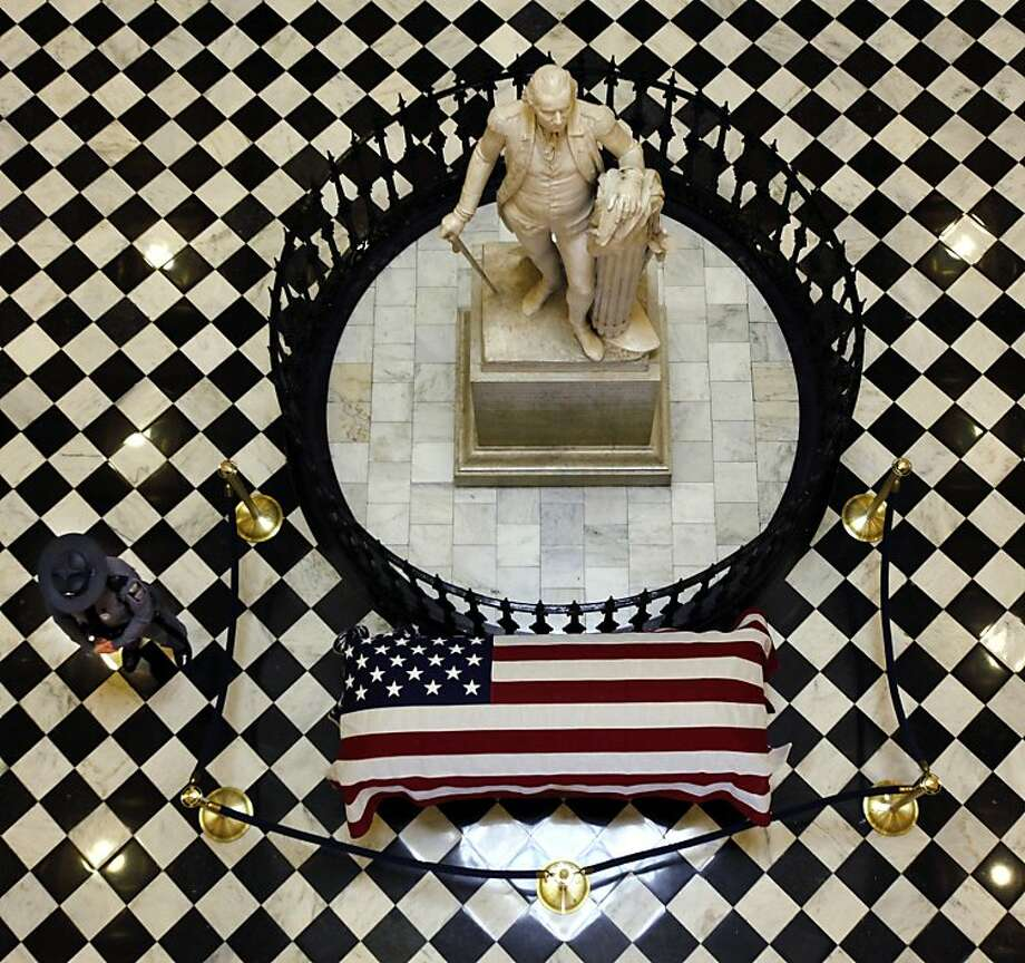 An honor guard stands beside the flag-draped coffin of the late Virginia Supreme Court Chief Justice Harry L. Carrico in the rotunda of the State Capitol in Richmond, Va., Tuesday, Jan. 29, 2013.  Photo: Bob Brown, Associated Press