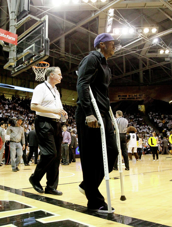 Injured Los Angeles Clippers guard Chauncey Billups, right, uses crutches to head to a courtside seat to watch California face Colorado in the first half of an NCAA college basketball game in Boulder, Colo., Sunday, Feb. 26, 2012. Billups, a native of Denver who played for Colorado in the 1990s, is recovering from a torn Achilles tendon. Photo: David Zalubowski, AP / AP
