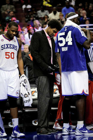 Philadelphia 76ers Andrew Bynum joins the team during a time out in the second half of an NBA basketball game against the Cleveland Cavaliers, Sunday, Nov. 18, 2012, in Philadelphia. The 76ers won, 86-79. Photo: Michael Perez, Associated Press / FR168006 AP