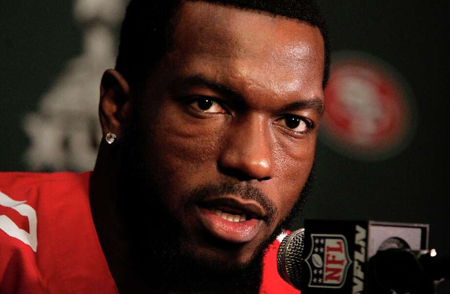 49ers Patrick Willis, 52, talks with the media during the daily press conference for the San Francisco 49ers on Wednesday January 30, 2013 in New Orleans, La., as the Baltimore Ravens and the San Francisco 49ers prepare for this Sunday's NFL Superbowl game. Photo: Michael Macor, The Chronicle / ONLINE_YES
