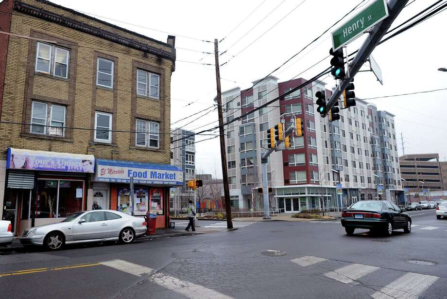 El Mercado Food Market and Your's Unisex hair salon occupy a building the state is proposing to demolish at the intersection of Henry and Atlantic Streets in Stamford. Photo: Lindsay Perry / Stamford Advocate