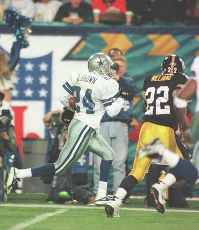 Cornerback Larry Brown #24 of the Dallas Cowboys is pushed out of bounds by running back John L. Williams #22 of the Pittsburgh Steelers during the 4th quarter of the Cowboys game versus the Steelers in Super Bowl XXX at Sun Devil Stadium. 28 Jan 1996. Photo: Mike Powell, Getty Images / Getty Images North America
