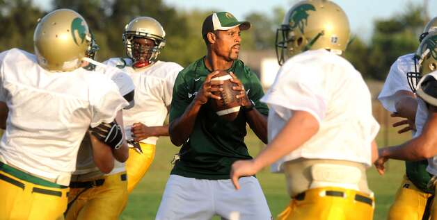 Coach Daryl Hobbs runs a play during practice at Legacy Christian High School in Beaumont, Tuesday. Tammy McKinley/The Enterprise Photo: TAMMY MCKINLEY / Beaumont