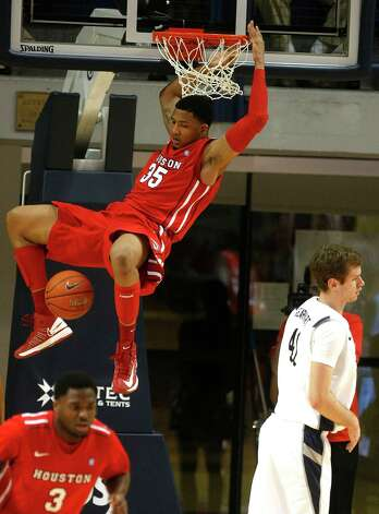 The University of Houston's Tashawn Thomas slams it home. Photo: Johnny Hanson, Houston Chronicle / © 2013  Houston Chronicle