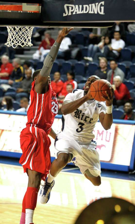 Rice's Tamir Jackson goes up for a shot against University of Houston's Danuel House. Photo: Johnny Hanson, Houston Chronicle / © 2013  Houston Chronicle