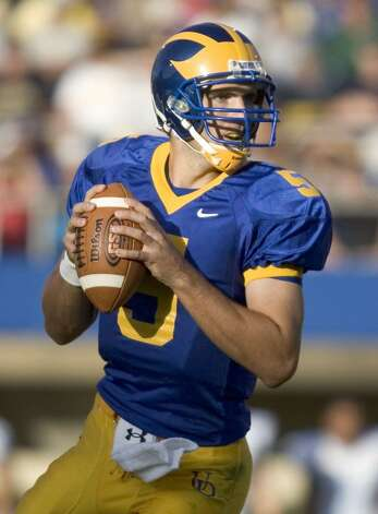 091507-UD V URI-University of Delaware quarterback Joe Flacco looks for a receiver in the third quarter of Delaware's 38-9 win against Rhode Island at Delaware Stadium in Newark, Saturday, Sept. 15, 2007. The News Journal/William Bretzger / Local
