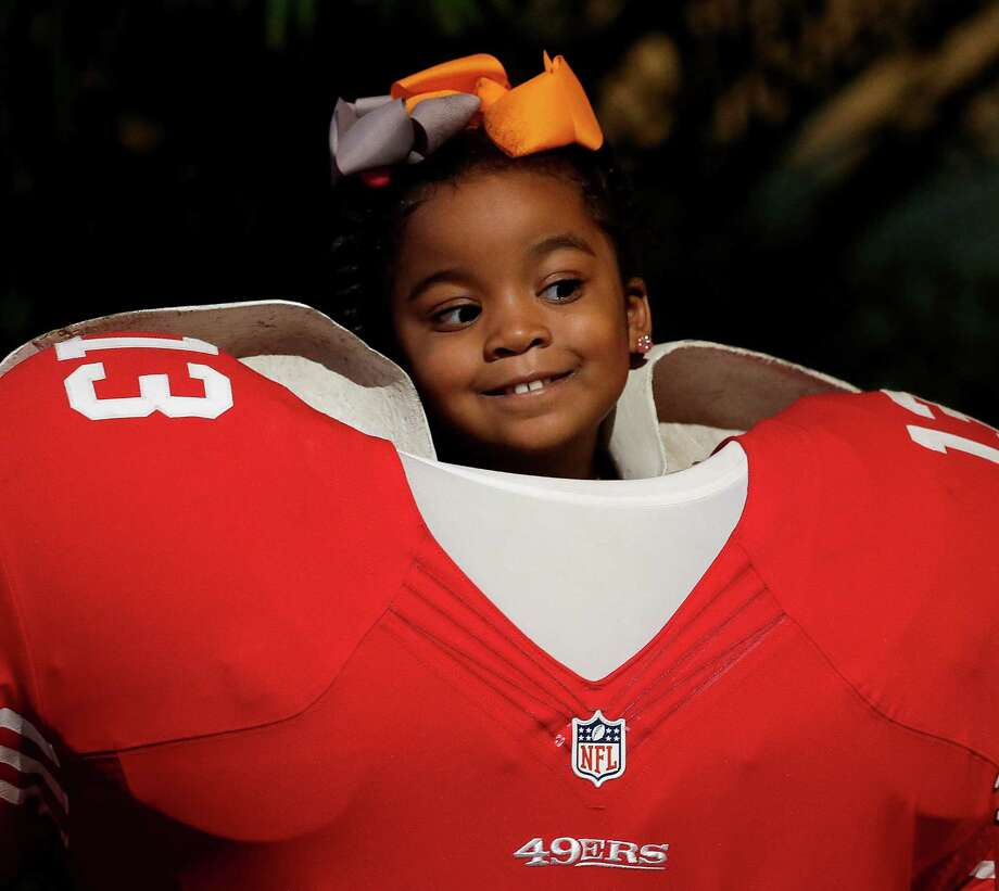 Saniya Richardson, 4, experiences the NFL Experience mini-theme park. Photo: Charlie Riedel, Associated Press / AP