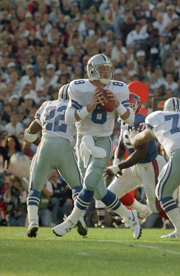 Dallas Cowboys quarterback Troy Aikman looks for an open receiver during first quarter of Super Bowl XXVII action against the Buffalo Bills in Pasadena, Calif, Sunday, Jan. 31, 1993. Photo: Amy Sancetta, Associated Press