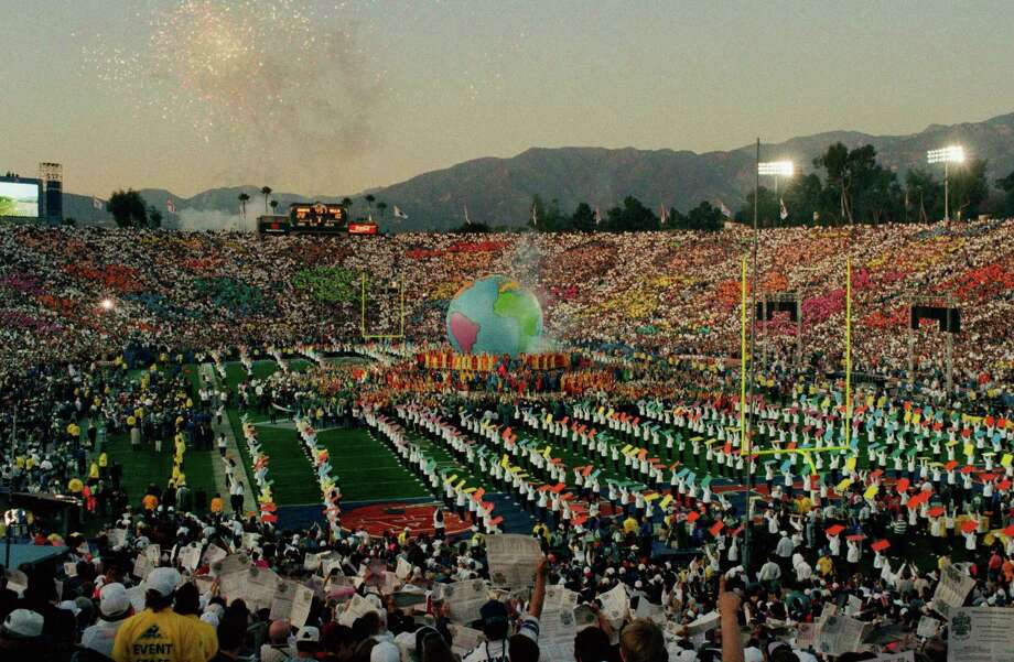 "Halftime activities at the Super Bowl, Sunday, Jan. 31, 1993 in Pasadena.  Pop star Michael Jackson dedicated his halftime show to launching his ""Heal the World"" Foundation. Photo: Douglas C. Pizac, Associated Press / 1993 AP"