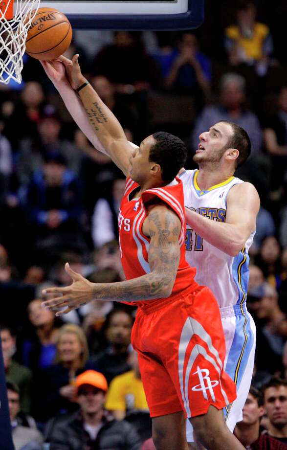 Nuggets center Kosta Koufos (41) puts up a shot against Rockets forward Greg Smith. Photo: Joe Mahoney, Associated Press / FR170458 AP