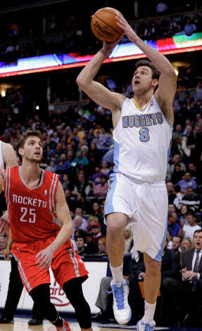 Nuggets forward Danilo Gallinari (8) shoots against Rockets forward Chandler Parsons. Photo: Joe Mahoney, Associated Press / FR170458 AP