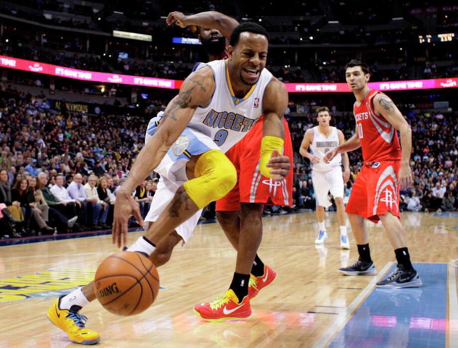 Andre Iguodala drives to the basket (9) against Rockets forward James Harden. Photo: Joe Mahoney, Associated Press / FR170458 AP