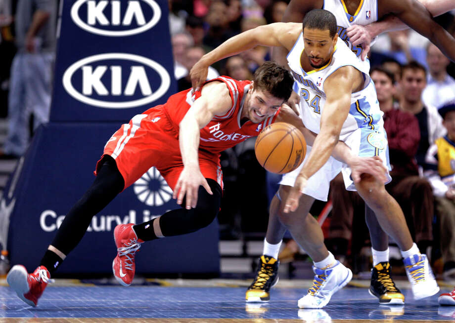 Nuggets guard Andre Miller (24) and Rockets forward Chandler Parsons (25) scramble for a loose ball. Photo: Joe Mahoney, Associated Press / FR170458 AP