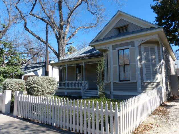 The Jack Pancoast home south of downtown San Antonio was built in 1904 and rescued from its dilapidated condition in the 1990s. Wednesday, Jan. 30, 2013. Photo: Billy Calzada, San Antonio Express-News / SAN ANTONIO EXPRESS-NEWS