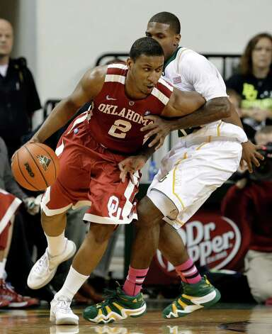 Oklahoma's Steven Pledger (2) attempts to get around Baylor's A.J. Walton, right, during the second half of an NCAA college basketball game Wednesday, Jan. 30, 2013, in Waco, Texas. Oklahoma won 74-71. (AP Photo/Tony Gutierrez) Photo: Tony Gutierrez, Associated Press / AP