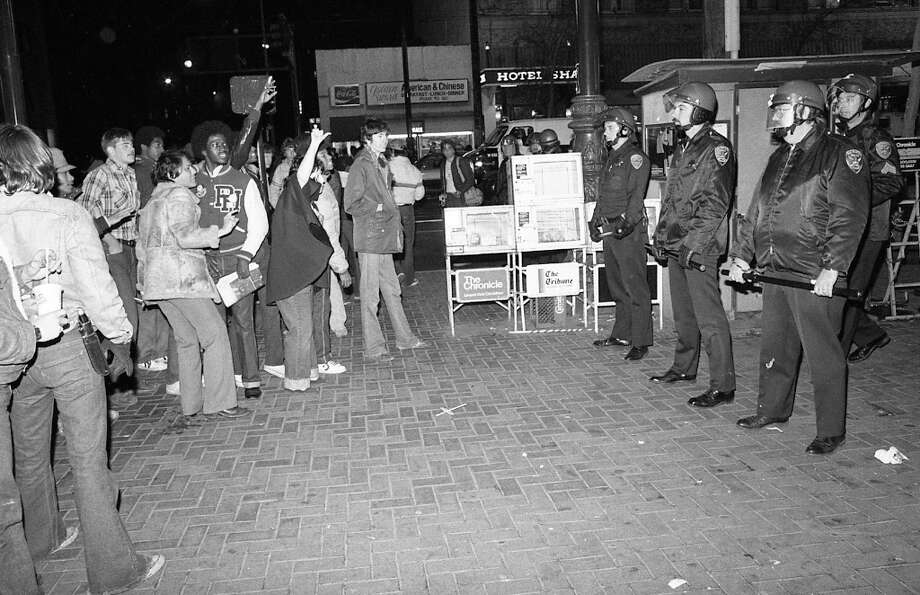 MARKET STREET: San Francisco 49ers fans face off with police after the team's Super Bowl XVI victory. There were several stabbings, bottles thrown at police Photo: Gary Fong, The Chronicle / ONLINE_YES