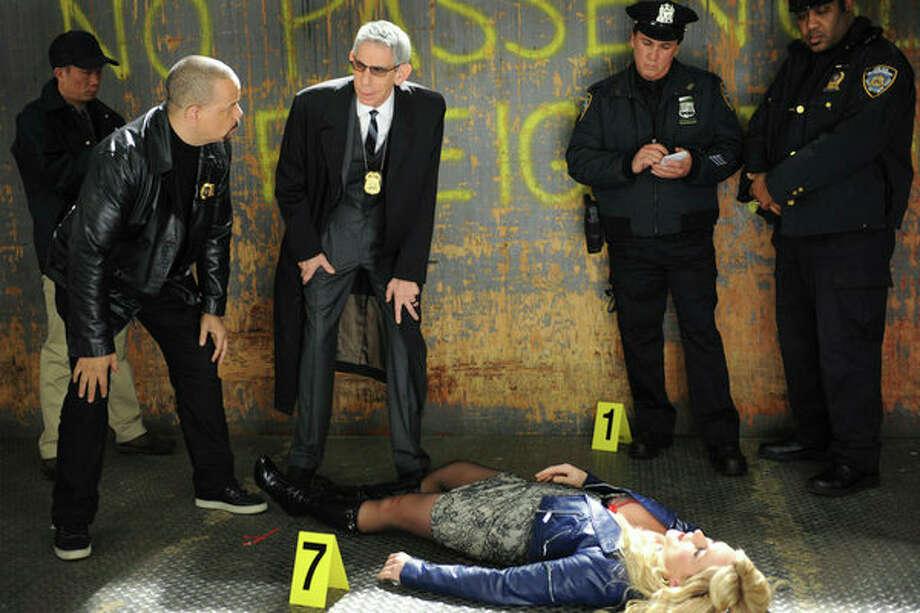 30 ROCK -- Part 1: Hogcock! Part 2: Last Lunch Episode 712/713 -- Pictured: (l-r) Ice-T as himself, Richard Belzer as himself, Jane Krakowski as Jenna Maroney -- Photo: NBC, Ali Goldstein/NBC / 2012 NBCUnivesal Media, LLC.