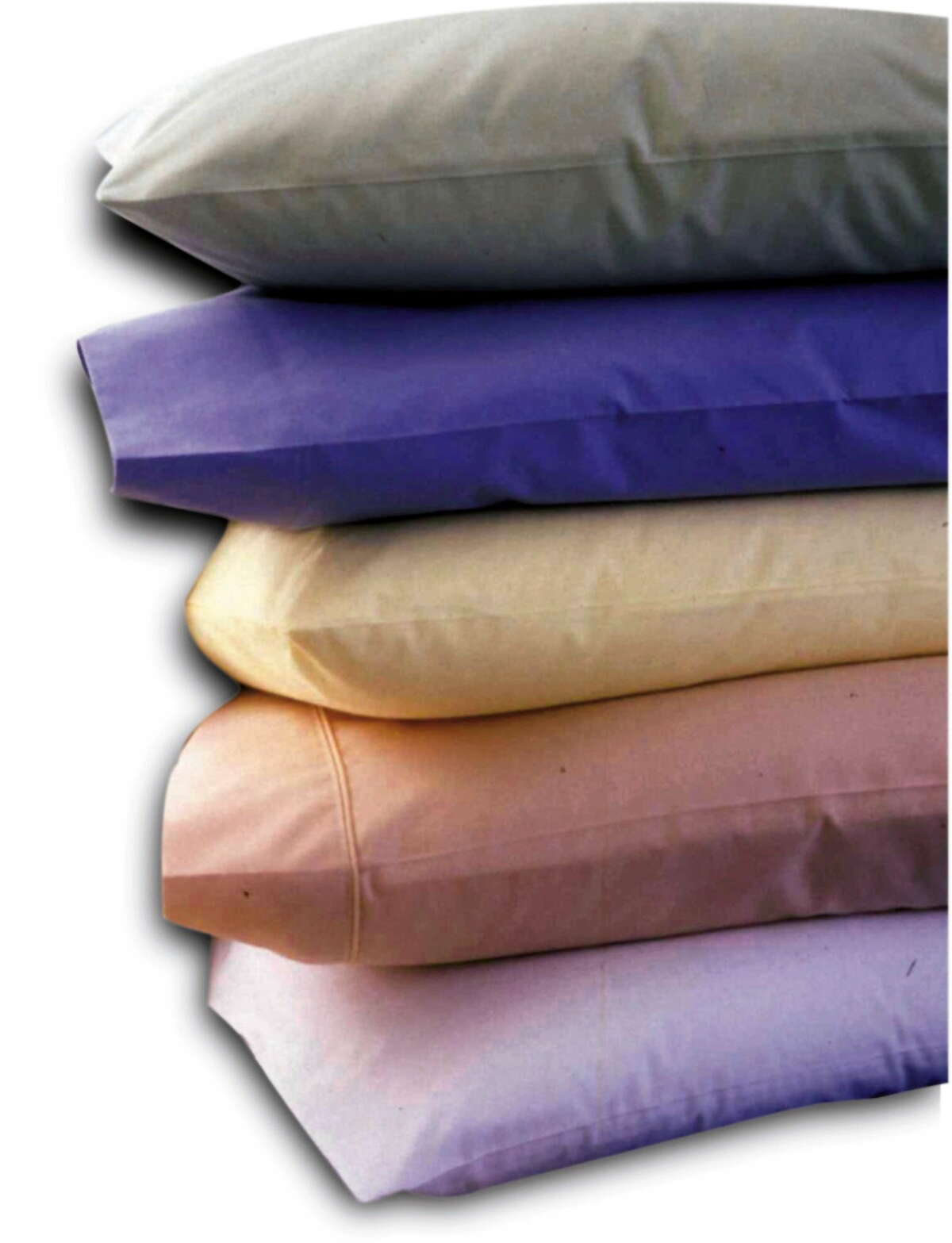KRT LIFESTYLE STORY SLUGGED: HOME-PILLOWS KRT PHOTO VIA DETROIT FREE PRESS (November 15) Finding the right pillow can be helpful in getting a good night's rest. (DE) NC KD 2001 (Horiz) (gsb)