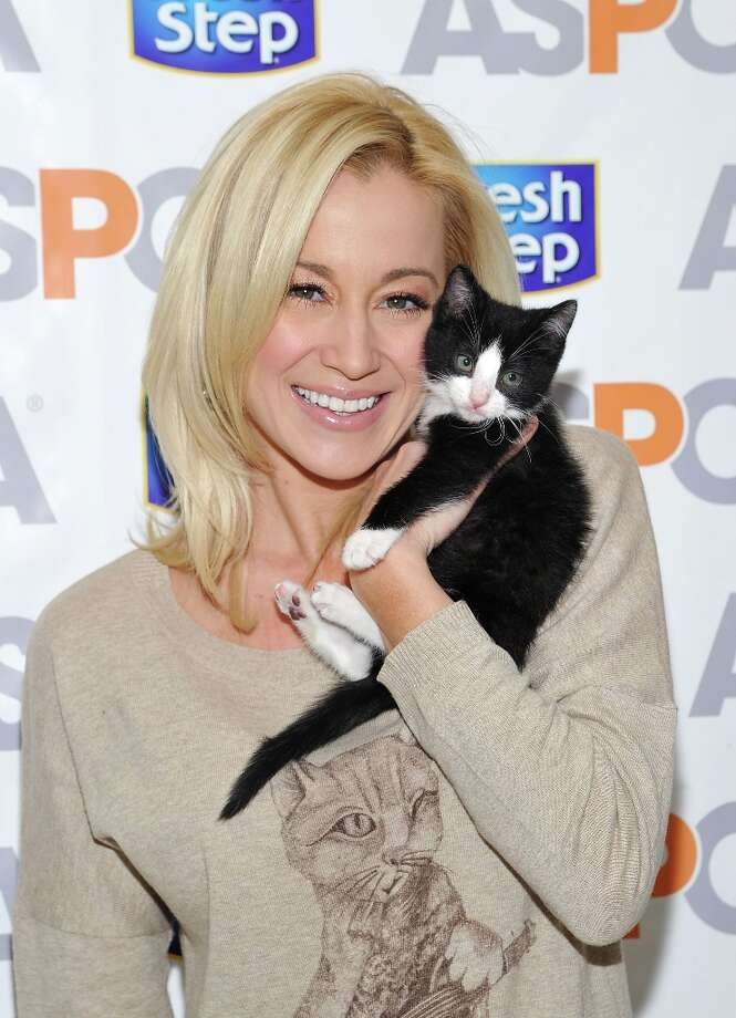 Country music singer Kellie Pickler attends the unveiling of the Fresh Step Limited-Edition cat sweater. Photo: Mike Coppola, Getty Images / 2012 Getty Images