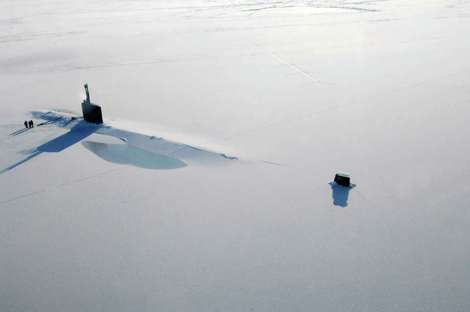 The Los Angeles-class submarine USS Annapolis rests on the Arctic Ocean after breaking through three feet of ice during Ice Exercise 2009 on March 21, 2009. Photo: U.S. Navy, Getty Images / 2009 U.S. Navy