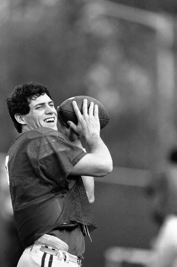 Brigham Young University quarter Steve Young prepares for a practice on Dec. 17, 1982 in San Diego.  (AP Photo/Ignelza) Photo: Ignelza, ASSOCIATED PRESS / AP1982Associated Press