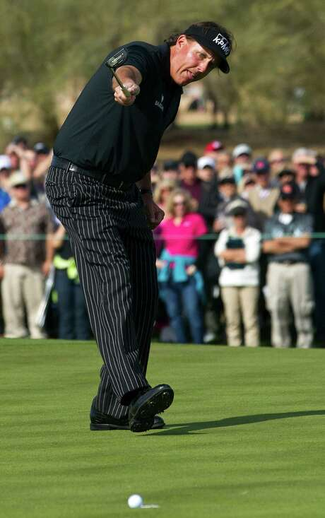 Phil Mickelson thinks he's about to become the sixth player in PGA Tour history to shoot 59, but his birdie putt on the final hole misses by a narrow margin. Photo: Rob Schumacher, MBO / The Arizona Republic