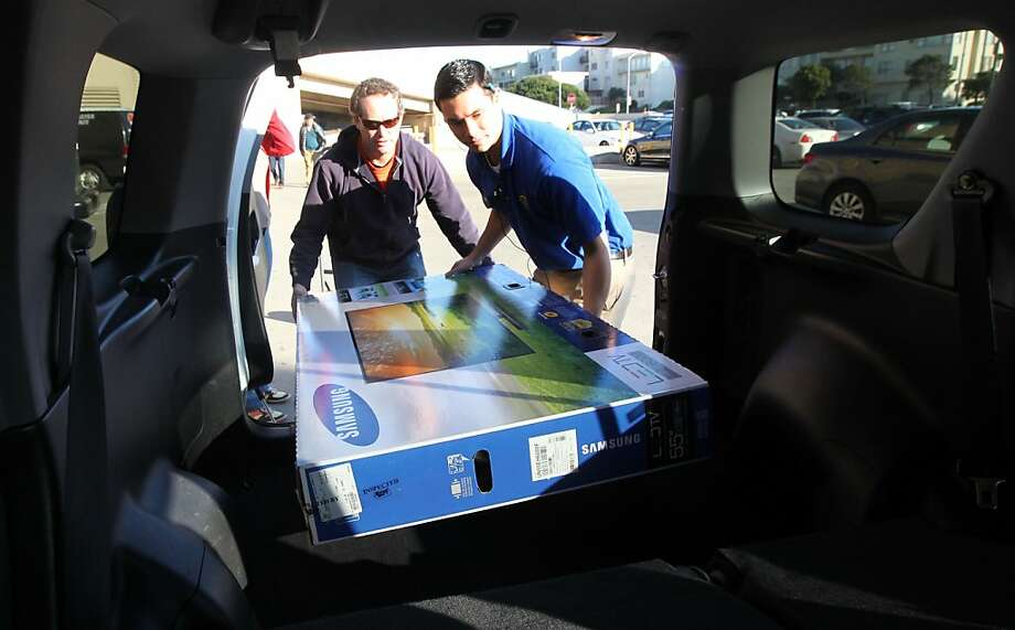 Mike Joffe from San Francisco gets help from a Best Buy employee as he gets ready to take his new 55-inch TV home. Photo: Lance Iversen, The Chronicle