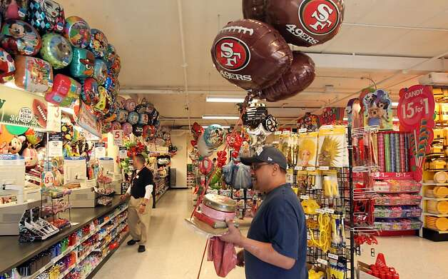 Leon Luna from San Francisco waits in line at Party City with his Mylar bouquet. San Francisco 49ers fans are stocking up on party supplies from new TV's to Mylar balloons. Thursday, Jan. 31, 2013 in San Francisco California. Photo: Lance Iversen, The Chronicle