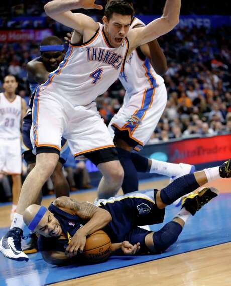 Grizzlies guard Jerryd Bayless takes a tumble and almost takes the Thunder's Nick Collison with him. Photo: Sue Ogrocki, STF / AP