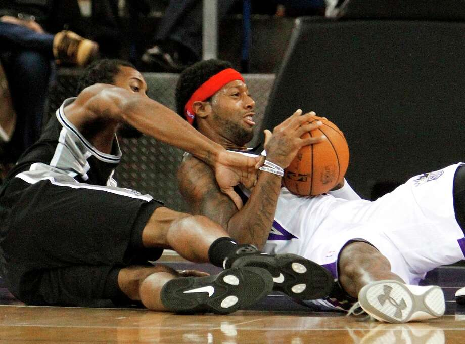 Kings forward James Johnson (right) protects the ball from Spurs forward Kawhi Leonard  during the first quarter in Sacramento, Calif., Friday, Nov. 9, 2012. Photo: Rich Pedroncelli, Associated Press / AP