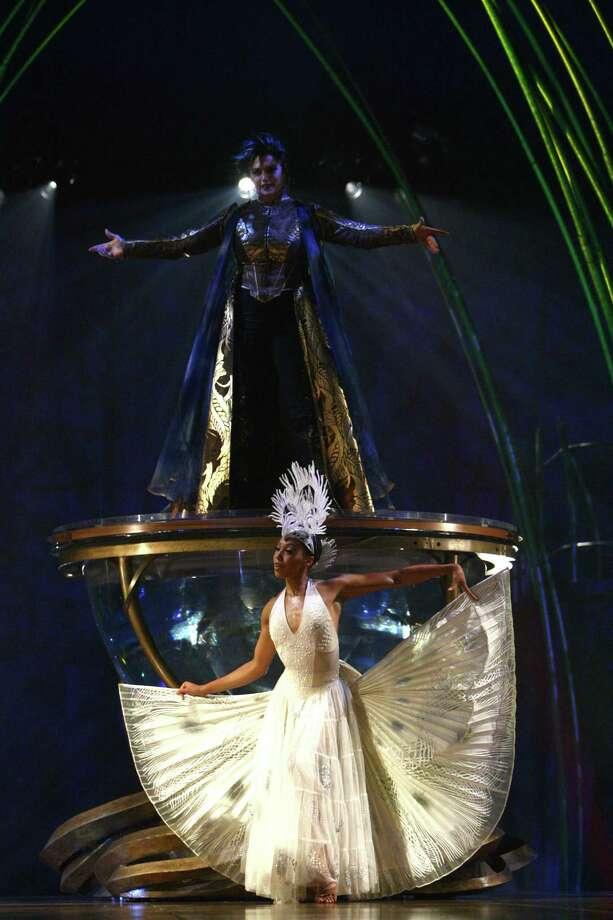 Julie McInnes, top, and Amy McClendon perform. Photo: JOSHUA TRUJILLO, SEATTLEPI.COM / SEATTLEPI.COM