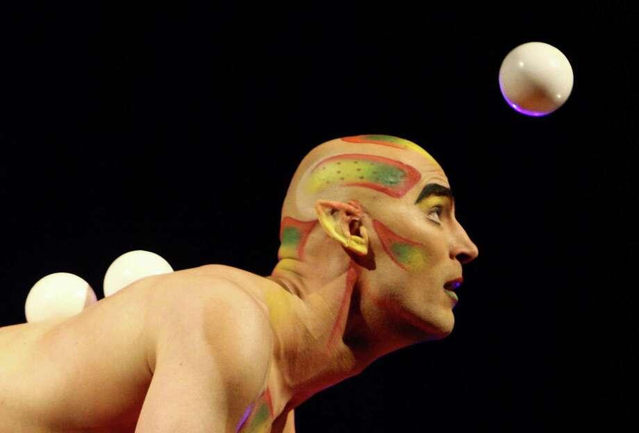 Viktor Kee juggles. Photo: JOSHUA TRUJILLO, SEATTLEPI.COM / SEATTLEPI.COM