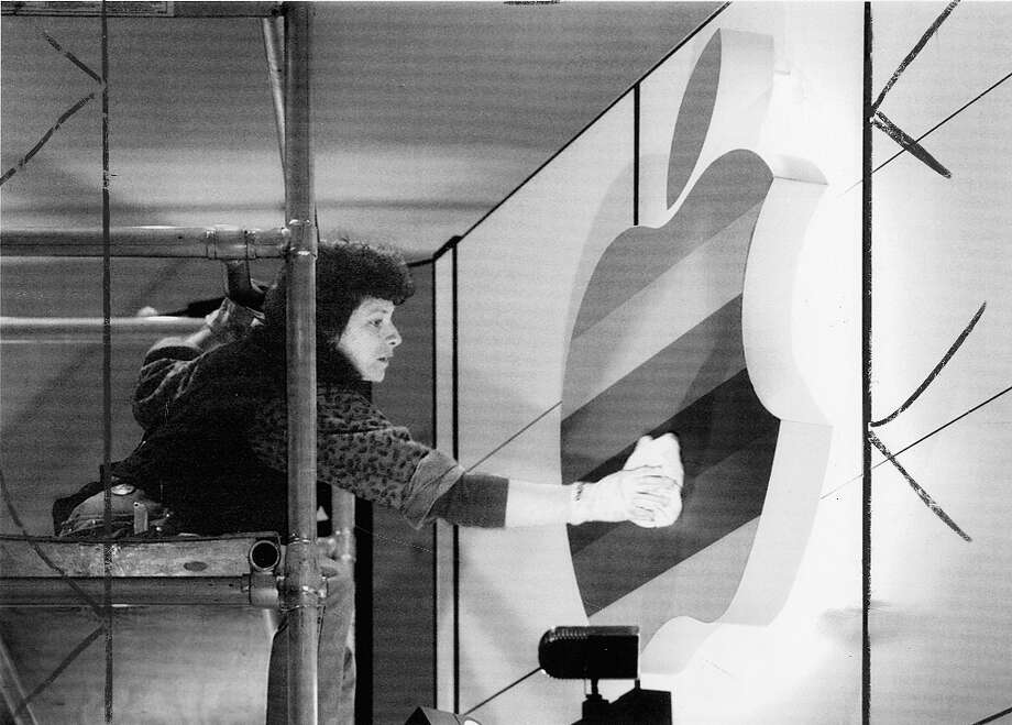 Susan Ortiz puts the finishing touches on the Apple display booth at Macworld in 1993. Photo: CHRONICLE PHOTO, Chronicle Archive / ONLINE_YES