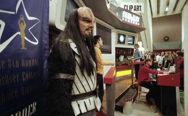 Berkeley Systems gambled on Star Trek characters drawing people to its Macworld booth in 1993. Success! In the form of an award banner. Photo: Brant Ward, The Chronicle / SFC