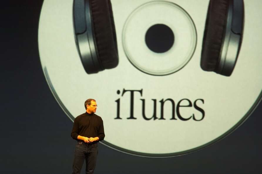 Steve Jobs talks iTunes at Macworld in 2001.