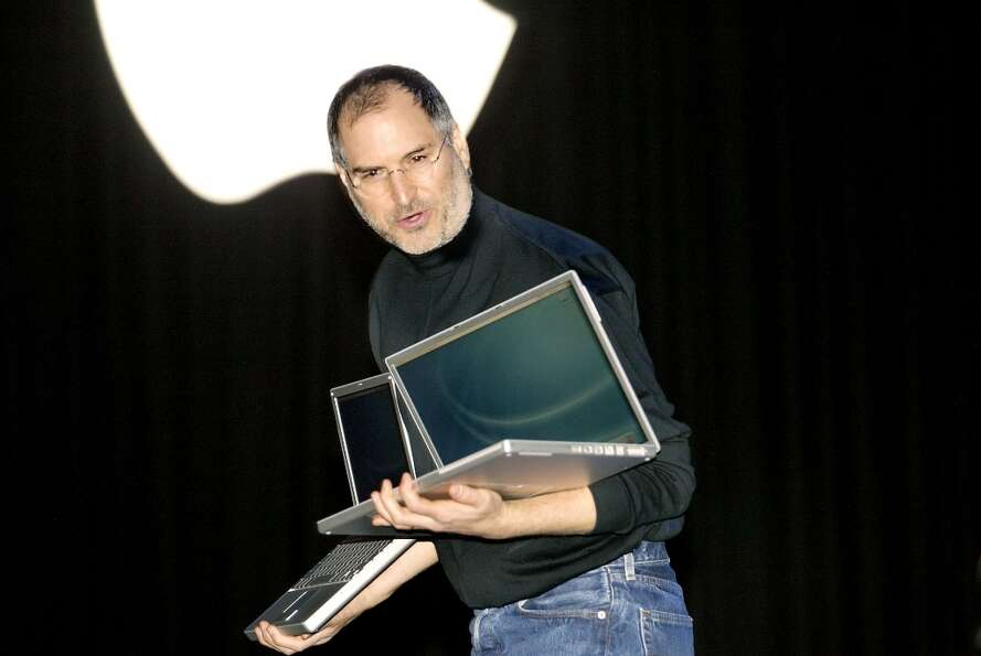 Steve Jobs introduces the new PowerBook at Macworld 2003, claiming it has the biggest screen and sma