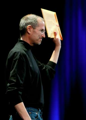 Steve Jobs holds up a manila envelope containing his gameplan to destroy Google at Macworld in 2008. No, it's just a MacBook Air. Photo: Paul Chinn, The Chronicle / The Chronicle