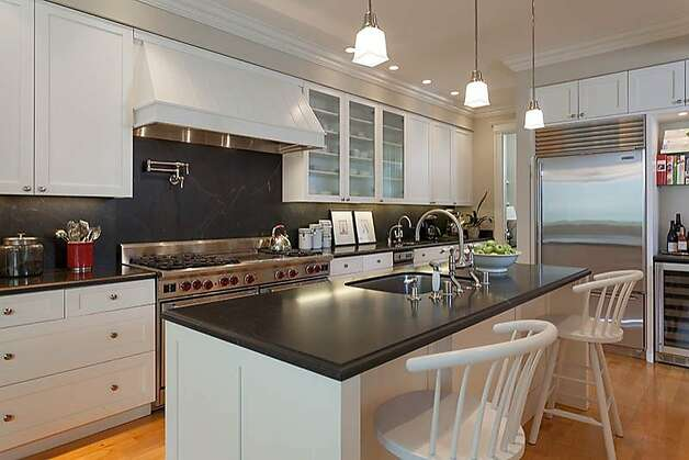 Located in Cow Hollow, 2835 Divisidero featured seven bedrooms on four levels with panoramic views throughout. Listed at $5.5 million, it went into contract within a week, selling for $6,050,000 in October. Photo: David Bellings