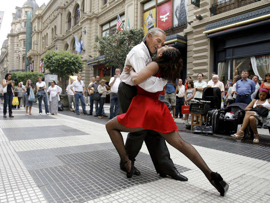 10. BUENOS AIRES - Argentinian professional tango dancers perform at Florida street, in Buenos Aires downtown. Photo: Juan Mabromata, AFP/Getty Images / sfc