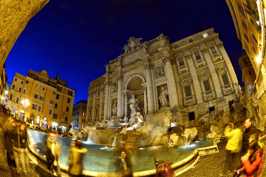 8. ROME - Tourists at the Trevi fountain in Rome. Photo: GABRIEL BOUYS, AFP/Getty Images / AFP
