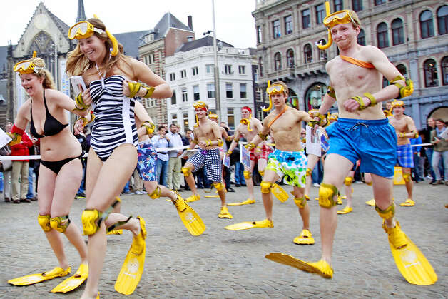 4. AMSTERDAM - People participate in the National Flipper Race at the Dam square in Amsterdam. Photo: ADE JOHNSON, AFP/Getty Images / AFP