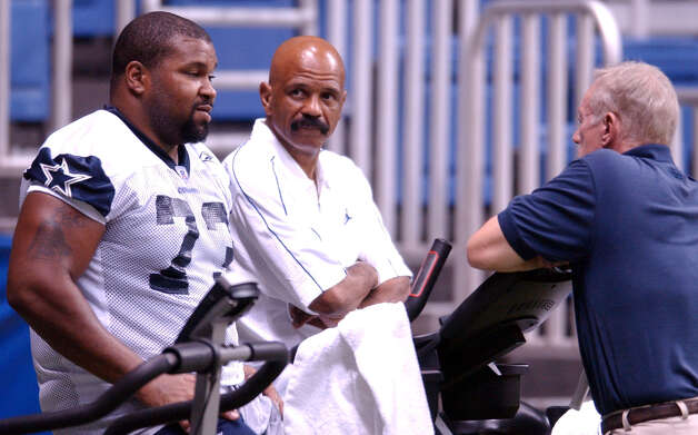 Cowboys' Larry Allen(left) talks with owner Jerry Jones as John Lucas looks on while working out on a staionary bike Monday Aug. 11, 2003 at the Alamodome. PHOTO BY EDWARD A. ORNELAS/STAFF Photo: EDWARD A. ORNELAS, Express-News / SAN ANTONIO EXPRESS-NEWS