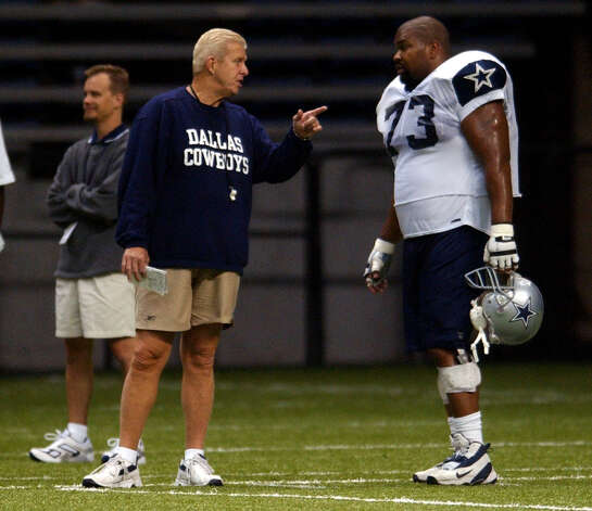 Cowboys head coach Bill Parcells talks Tuesday July 29, 2003 during the fourth day of training camp to guard Larry Allen after Allen apparently lost his temper and through his helmett othe turf. (WILLIAM LUTHER/STAFF) Photo: WILLIAM LUTHER, Express-News / SAN ANTONIO EXPRESS-NEWS