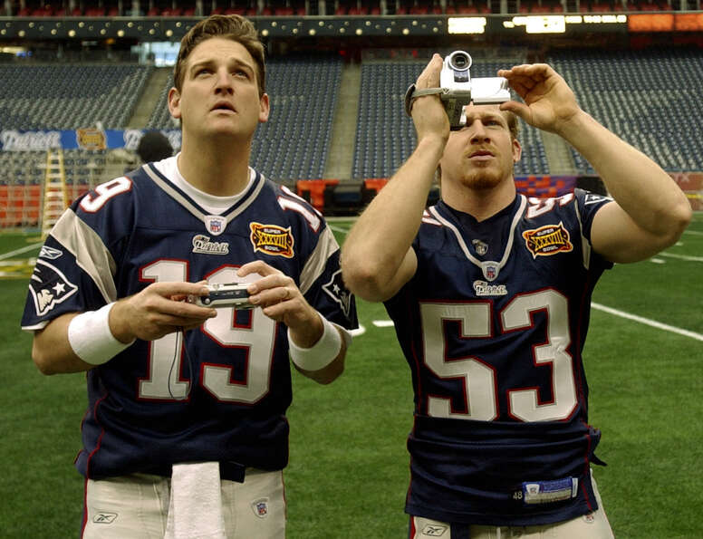 New England Patriots quarterback Damon Huard (19) and linebacker Larry Izzo take photos inside Relia