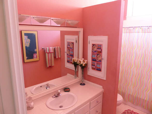 The master bedroom bathroom is the most colorful. Wednesday, Jan. 30, 2013. Photo: Billy Calzada, San Antonio Express-News / SAN ANTONIO EXPRESS-NEWS