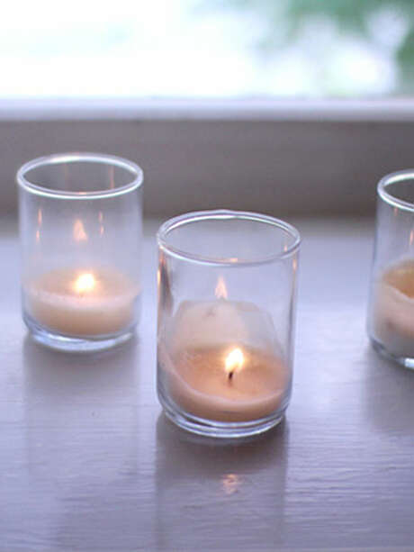A British woman died after lighting candles for a romantic night with her imaginary boyfriend and accidentally set her house on fire. Photo: Elephantine