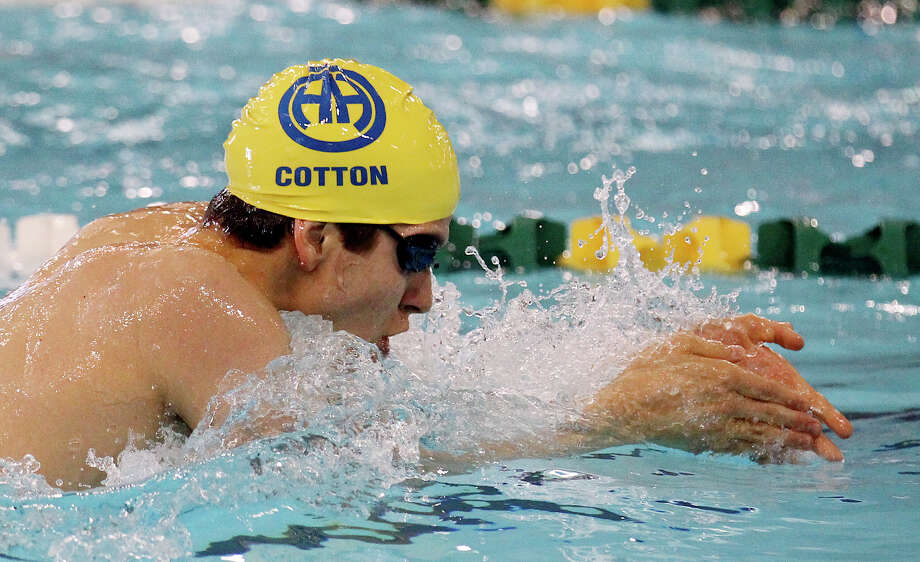 Alamo Heights' Andrew Cotton swims the breast stroke leg of the 200-yard IM at the District 29-4A swim meet at Palo Alto College on Friday, Feb. 1, 2013. Cotton finished third with a time of 2:04.99. Photo: Kin Man Hui, Express-News / © 2012 San Antonio Express-News