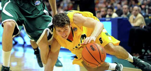 Siena's Rob Poole (33) stays with a loose ball during their basketball game against Manhattan on Friday, Feb. 1, 2013, at Times Union Center in Albany, N.Y. Siena wins 66-63. (Cindy Schultz / Times Union) Photo: Cindy Schultz / 00020987A
